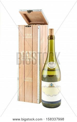 Design a box for bottles of wine. Detail of the interior.