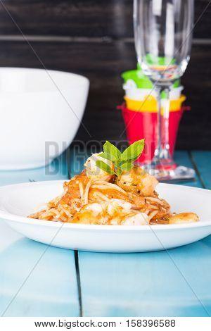 fresh shrimp scallop in tomato sauce pasta