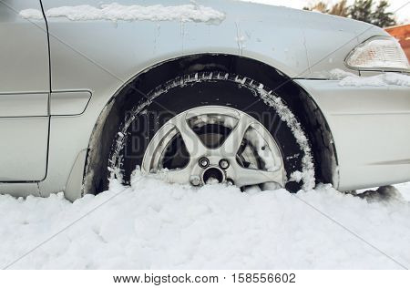 The car got stuck in the snow
