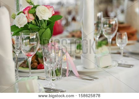 Wedding table setting for guests