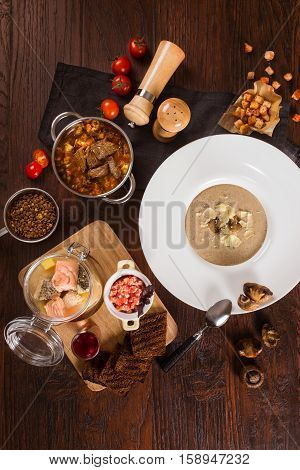 Set the table with mushroom soup and goulash shot from above