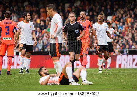 VALENCIA, SPAIN - NOVEMBER 20th: Various players during La Liga soccer match between Valencia CF and Granada CF at Mestalla Stadium on November 20, 2016 in Valencia, Spain