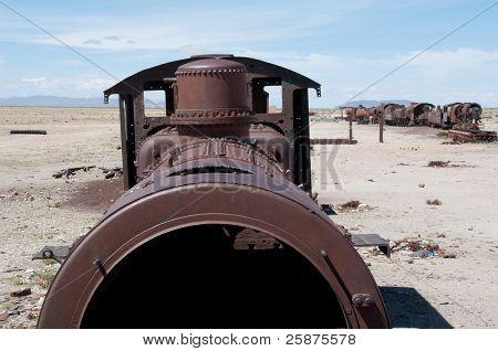 Old train in Uyuni (Bolivia)