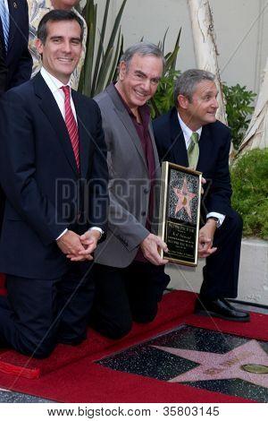 LOS ANGELES - 10: Eric Garcetti, Neil Diamond em uma cerimônia concedendo uma estrela sobre o W Hollywood