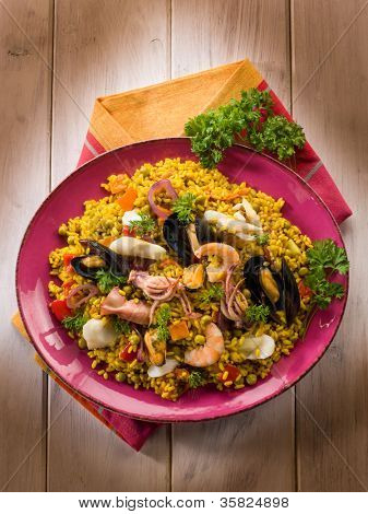 traditional fish paella