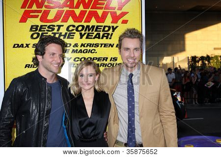 LOS ANGELES - AUG 14:  Bradley Cooper, Kristen Bell, Dax Shepard arrives at the