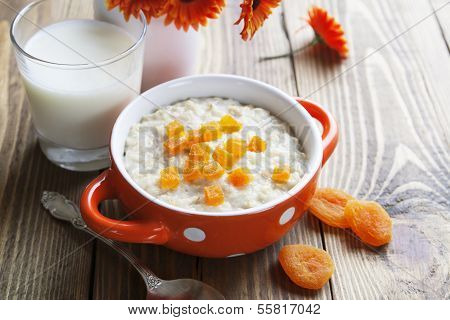 Oatmeal With Dried Apricots