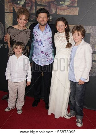 LOS ANGELES - JUL 28:  ANDY SERKIS, LORRAINE, SONNY, LOUIS & RUBY arrives to the