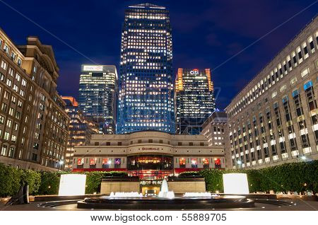 Cabot Square At Canary Wharf