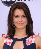 LOS ANGELES - MAY 16:  Bellamy Young arrives to the