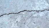 fissure on the gray concrete wall
