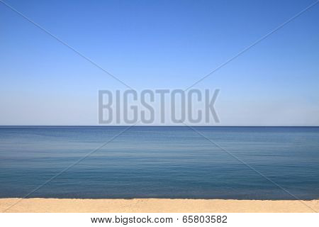 Scenic view of horizon by the sea