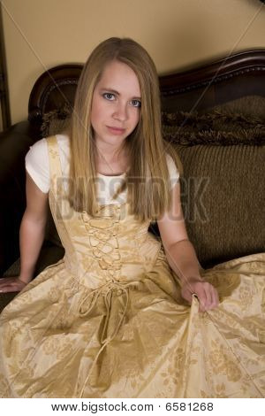 Gold formale lächelnd