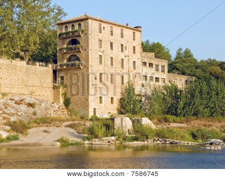 Riverside Hotel in Provence