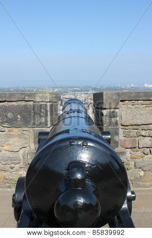 Cannon on ramparts of Edinburgh Castle, Scotland