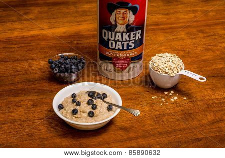 Heathy Breakfast Of Oatmeal And Blueberries