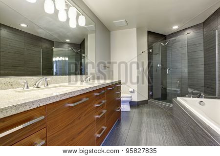 Extremly Beautiful And Modern Bathroom.