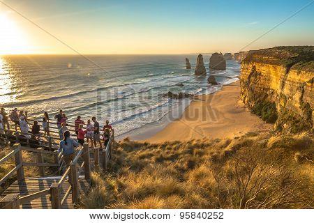 Tourists to Twelve Apostles