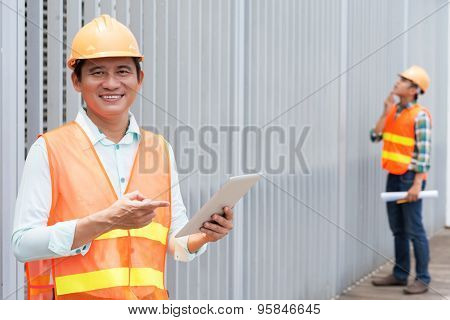 Contractor with a tablet