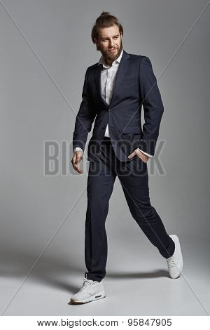 Photo of young happy smiling businessman