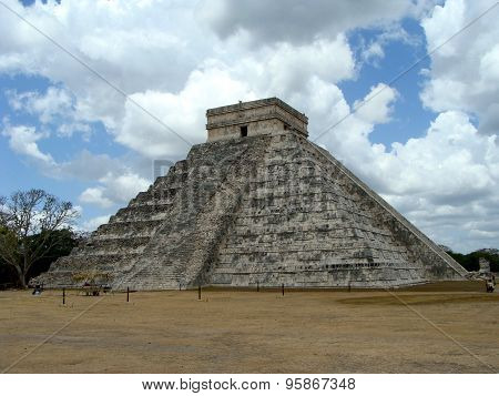 Maya Pyramid Of Citizen Itza
