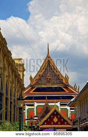 Thailand Asia   In  Bangkok Rain  Temple Abstract Street Lamp