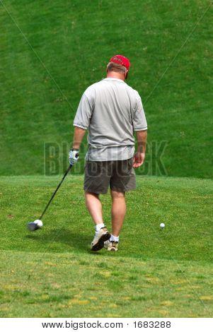 Golfista en el verde campo de Golf.