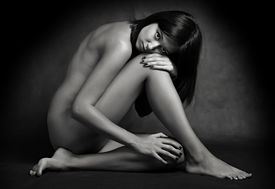 pic of striper  - Classical artistic nudity style picture of woman sitting on black background - JPG