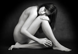 picture of striper  - Classical artistic nudity style picture of woman sitting on black background - JPG