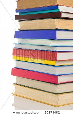 pila de libros nuevos y viejos, aislado sobre fondo blanco