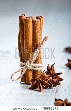 cinamon sticks with anice
