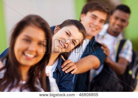 Gruppe von spielerischen High-School-Schüler hautnah