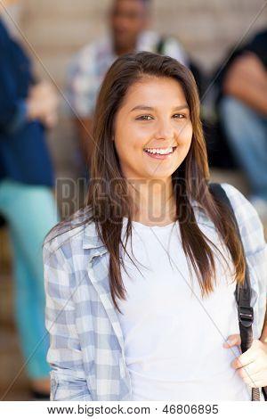 Porträt des jungen hübschen Highschool-Schüler