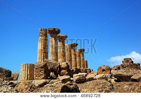 Dorian columns of Temple of Hercules (Ercole Temple) in Agridgento Valley. Sicily, Italy