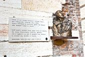 pic of juliet  - plate with verse from Romeo and Juliet in Verona Shakespeare - JPG