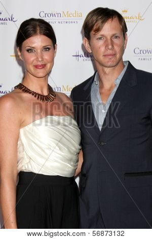 LOS ANGELES - JAN 11:  Sarah Lancaster, Kip Pardue at the Hallmark Winter TCA Party at The Huntington Library on January 11, 2014 in San Marino, CA