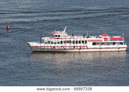 The walking steamship floats across Volga in Nizhny Novgorod