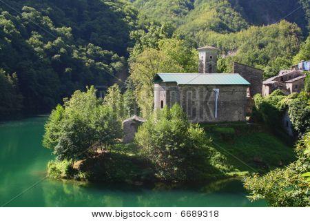 Garfagnana  Isola Santa