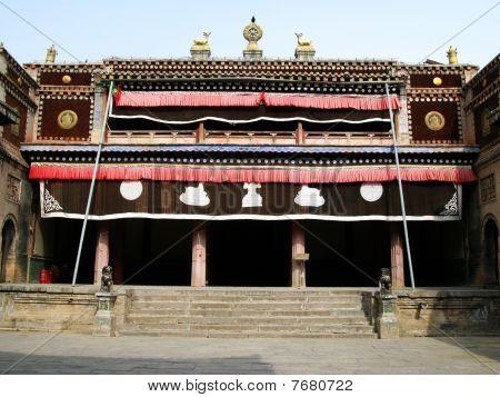 Main hall of Tar Lamasery