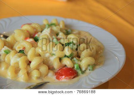 Creamy Macaroni and cheese dish