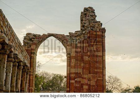 Broken Arch At Qutub Minar