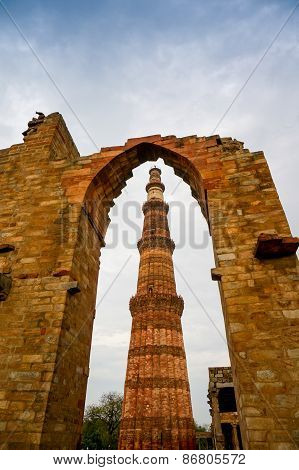 Archway Framing The Qutub Minar In Delhi