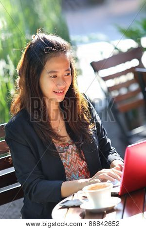 Young Businesswoman Work Oudoor, In A Cafe