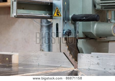 circular buzz saw on table with rail and grip of carpenter