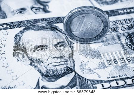 Dollars and Euro coin, Dual tone