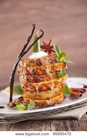 grilled pineapple with cream and vanilla
