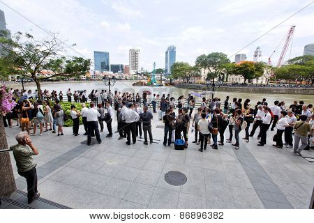 SINGAPORE - MARCH 24:Thousands of people  queuing up to pay their last respect to the late Mr Lee Kuan Yew, former prime minister of Singapore Mar 24, 2015, Singapore.