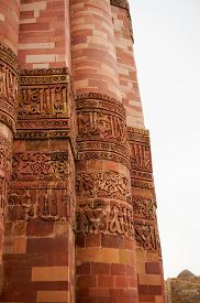 foto of qutub minar  - Carving details beautiful patterns on the outside walls of Qutub minar in Delhi - JPG
