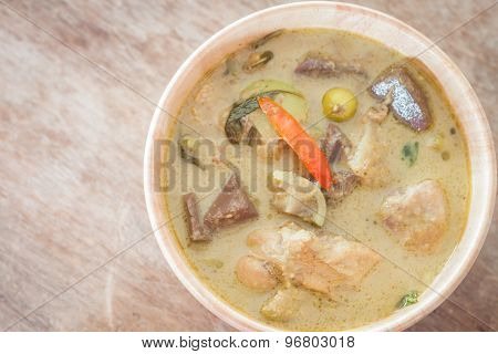 Grren Curry In Wooden Bowl
