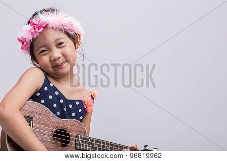 Child Playing Music / Child Playing Music Background